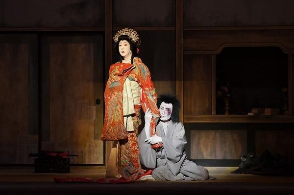 『桜姫東文章 下の巻』左より、桜姫=坂東玉三郎、清玄=片岡仁左衛門 /(C)松竹