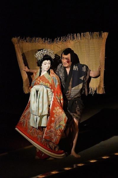 『桜姫東文章 下の巻』左より、桜姫=坂東玉三郎、釣鐘権助=片岡仁左衛門 /(C)松竹