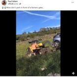 私有地に駐車した観光客に激怒 農家がフォークリフトで車を強制排除(英)<動画あり>