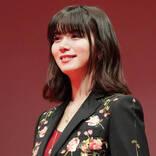 池田エライザ、美肩&美背中が目を引くエレガントなドレスSHOTを公開