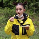 """井上咲楽、釣りのエサ""""ブドウムシ""""を素揚げで堪能「おいしい!」"""