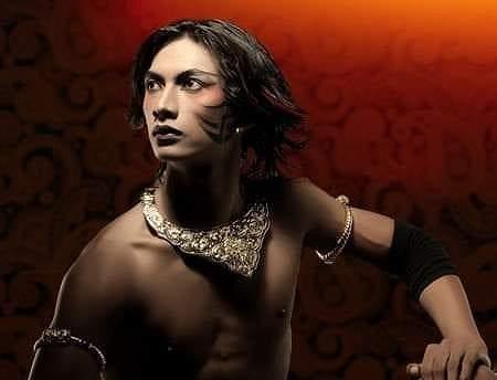 スルヨ・プルノモ(インドネシア)/インドネシア伝統舞踊、エアリアル、ファイヤーダンス