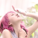 LiSAの歌声と山﨑賢人・清原果耶らの物語が重なる 映画『夏への扉』主題歌「サプライズ」のミュージックビデオを解禁