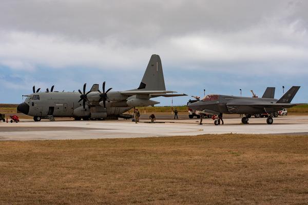イタリア空軍のKC-130JとF-35A(Image:イタリア空軍)