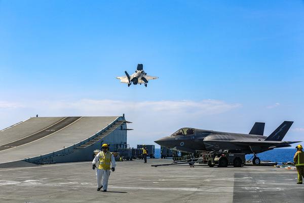 空母クイーン・エリザベスから発艦するF-35B(Image:USMC)