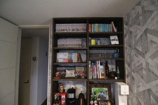 壁一面に造作した本棚