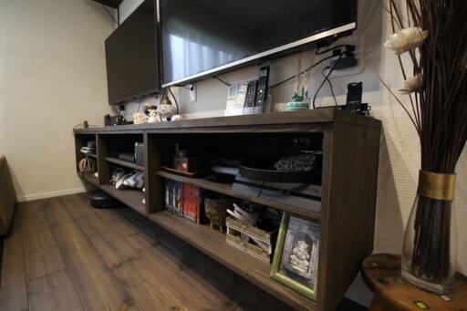 ゲーム用にテレビが2台あるリビングのテレビボードの幅は240㎝