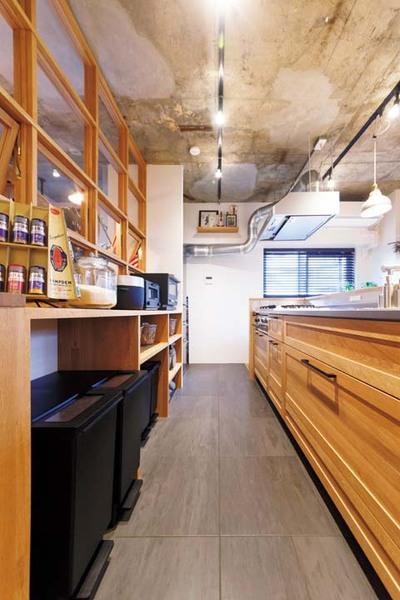 キッチン背面のオープン収納