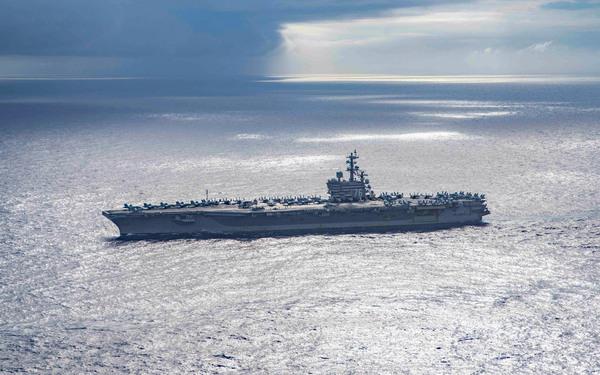 太平洋を航行する空母ロナルド・レーガン(Image:U.S.Navy)