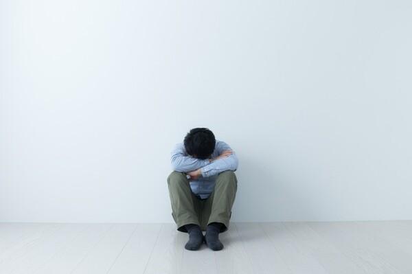成人になっても働かず、実家に依存しつづける子に対して、親はどう対応すべきなのでしょうか。甘やかしでも叱咤でもなく、親がすべきかかわり方とは? 3つの基本をご紹介します。