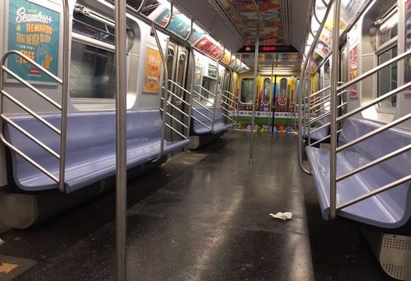 2020年4月 乗客がいないNYC地下鉄車両