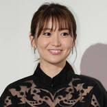 大島優子、イエローコーデ×まぶしい笑顔SHOTに反響「痺れた」「笑顔もお花も本当似合うね」