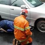 車のタイヤが突然パンク! カフェの駐車場を借りようとしたら、店員が?