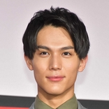 中川大志 23歳誕生日 真っ赤なバラ手に決意「自分のペースで、人との繋がりを大切に」