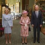 エリザベス女王と対面のジョー・バイデン大統領夫妻、お辞儀をせず物議に「マナーってものがないのか?」