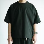 「シャツ」を極限まで削ぎ落として機能的にするとこうなる。これは毎日着たいな~