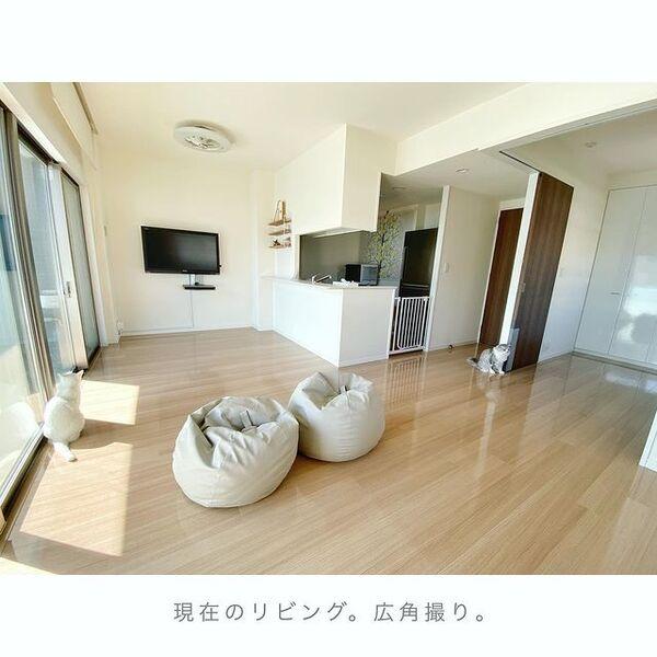 床に家具を置かないシンプルインテリア