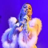 アリアナ・グランデ、『ヘアスプレー』のパロディ・ミュージカル・ナンバーでロックダウンの終わりを祝う