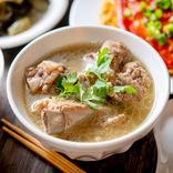 シンガポールの「バクテー」とは?現地の老舗の実食ルポ&家で簡単に作れる再現レシピを紹介!