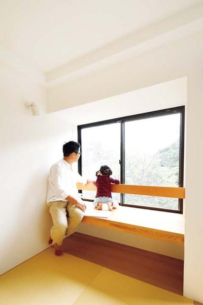 転落防止用の手すりを付けた和室の窓