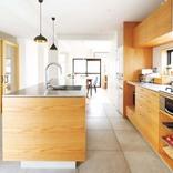 暗い、寒い、細長~いマンションを30代夫婦がリノベ。キッチン中心の快適空間に大変身