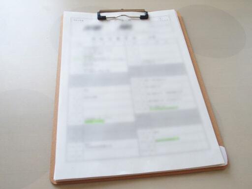 学校関係のプリントは、予定をスケジュール帳に書いてからバインダーで保管