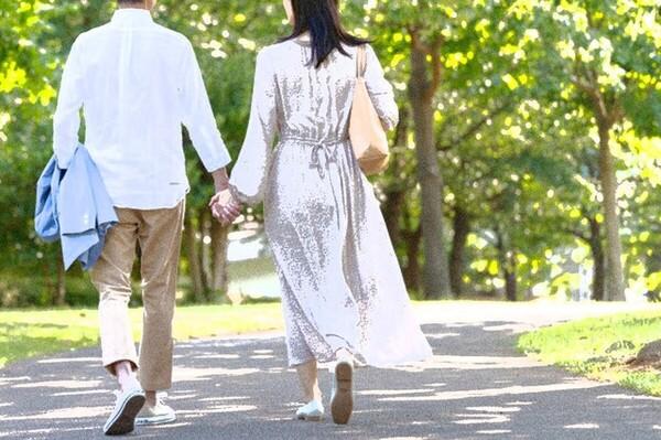 ベテラン声優の山寺宏一さん(60歳)が、28歳のタレント岡田ロビン翔子さんと結婚を発表。年齢を重ねるほどに年の差が激しくなること、アラサー女性ばかりと結婚していることが話題となっている。
