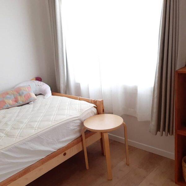 シンプル&カジュアルな寝室インテリア