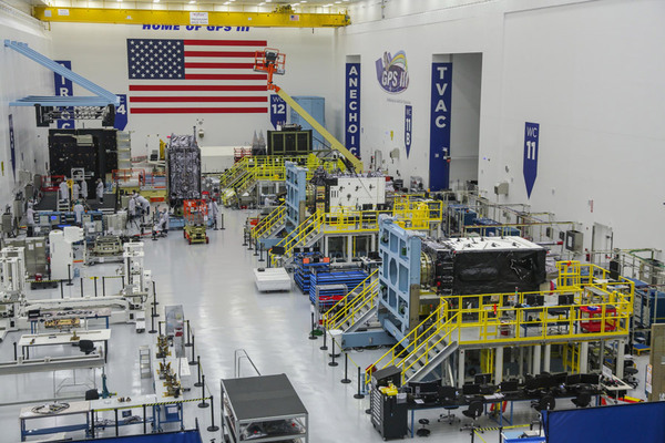 GPS IIIの製造ライン(Image:Lockheed Martin)