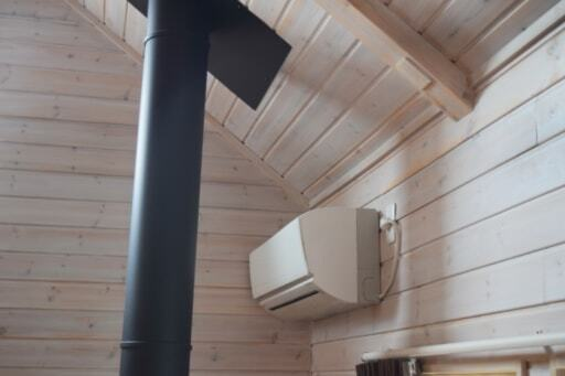 リビングの吹き抜けに設置してあるエアコン