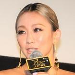 倖田來未 アニマル柄ビキニトップ&オーバーオールで「パナイ振り付け」のリハ光景披露