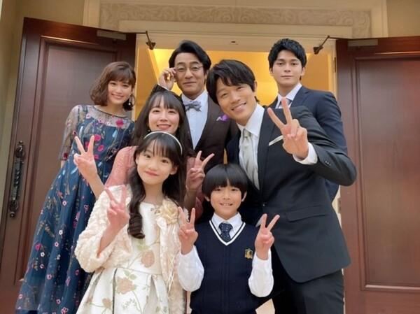 ラストシーンでは金條先生の結婚式にあいこと清一郎が参列。ドレス姿の吉岡に心を奪われた視聴者も多かったようだ。ドラマ「レンアイ漫画家」公式インスタグラム(@renai_mangaka)より。