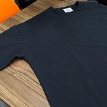 ミニマリスト必見! オンライン会議できちんと見えする機能的プルオーバーシャツ