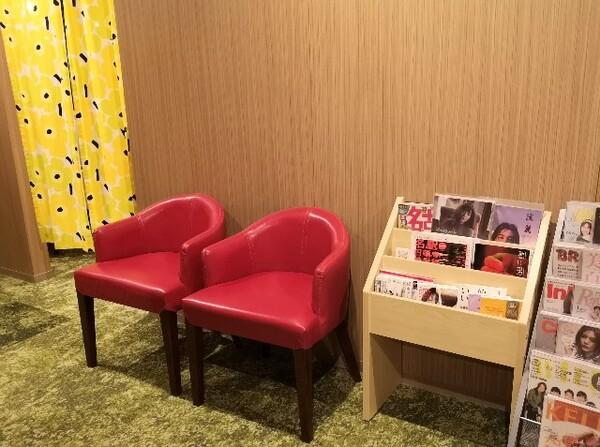 愛知県・名古屋市「アットインホテル名古屋駅」女性限定カプセルホテルエリア「アットインキャビン」リラックスルーム前