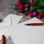 贈り物に添える手紙の文例集。想いを込めたマナーある言葉を、贈り先別にご紹介