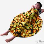 麻婆豆腐に包まれて眠るタオルが当たる!?『中華百選 マボちゃん おかげさまで発売50年目キャンペーン』が開催中!