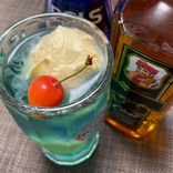 【公式レシピ】ハイボールにボルスブルーをチョイ足しで『大人のクリームソーダ』が完成するぞ!/ ニッカウヰスキー