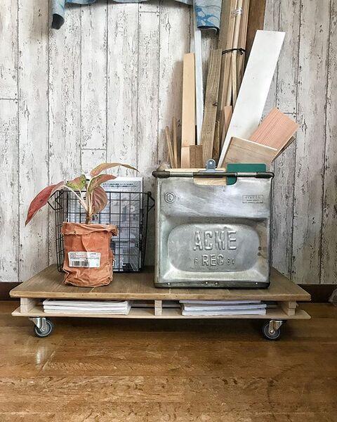 楽に移動できるロータイプの本棚