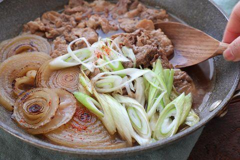 きのこご飯に!新玉ネギと豚肉の簡単すき煮