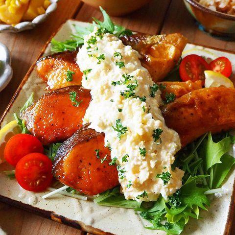 たまごサラダがけが人気!鮭の南蛮焼き