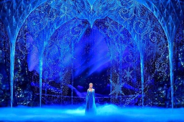 劇団四季『アナと雪の女王』【撮影:阿部章仁、(C)Disney】