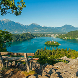【世界の絶景クイズ】湖の写真から推察!ここはどこの国でしょう?
