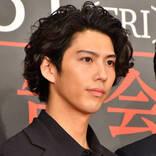 """賀来賢人、ドラマで共演する鈴木亮平と""""ムキムキ""""対決?「最終話ぐらいには相乗効果で…」"""