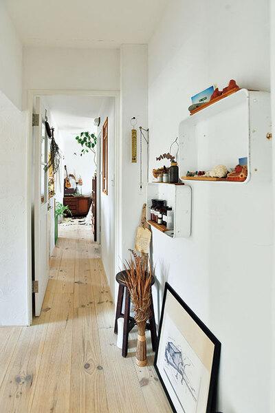 床材は幅広の無垢フローリングを使用