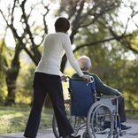 親の介護で自滅する人・しない人。「面倒をみるのは当たり前」なのか