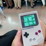 電車内で驚きの「白い物体」取り出した男性 エモすぎる正体に感動の声相次ぐ