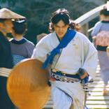 吉沢亮、CM撮影で全力逃走 ロバート秋山が困惑「すごいスピードで…」