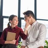 職場の女性を「恋愛対象」として意識し始める瞬間って?