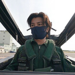 武田真治、自衛隊 アグレッサー部隊戦闘機に搭乗! 海自歌姫のテレビ初デュエットも