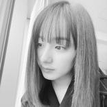 平祐奈、モノクロ加工したバストアップの写真を公開